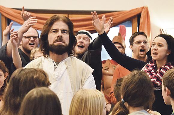 Das »Hosianna«, dem das »Kreuzige ihn« folgt: Bei der Probe zur diesjährigen Spielzeit wird der Einzug in Jerusalem geprobt. Jesus-Darsteller Matthias Groß arbeitet im normalen Leben als Bauschlosser.